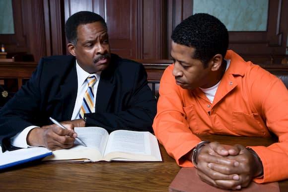 Quanto ganha um advogado criminalista?